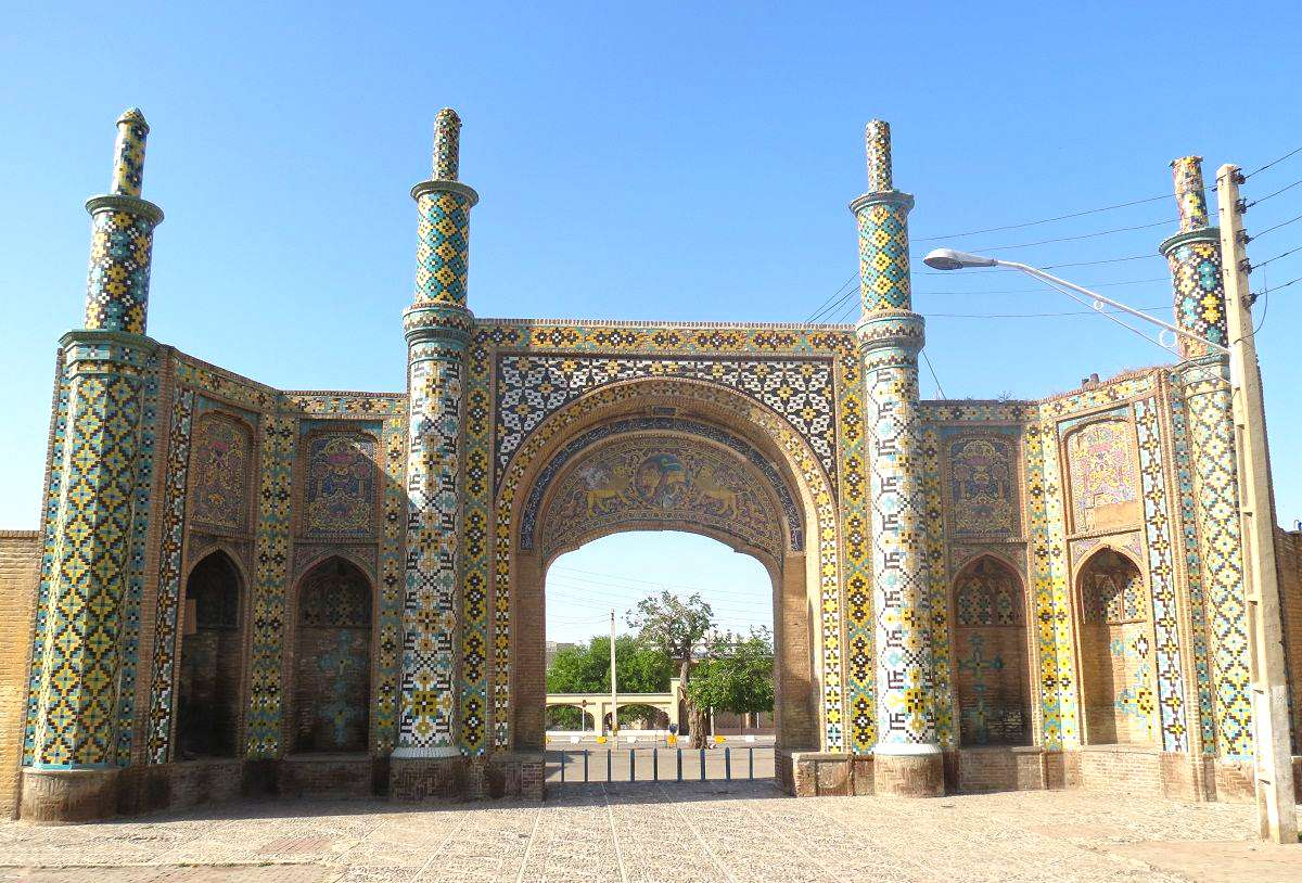 A Travel Guide to a City of Safavid Era (Qazvin)