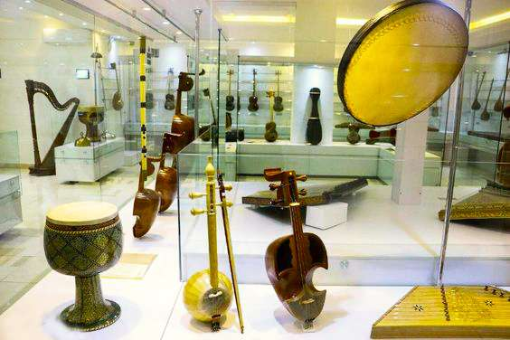 The Inspiring Tour From the Shaking Minarets to the Isfahan Music Museum