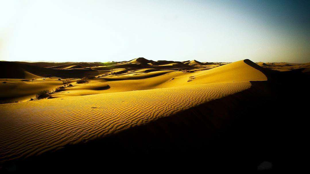 A Travel Guide to Visit Varzaneh Desert in Isfahan