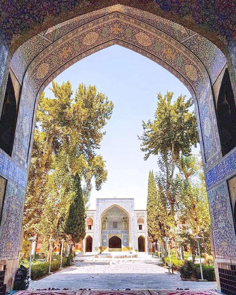 Amazing Walking Tour Through the Safavid Royal Promenade in Isfahan